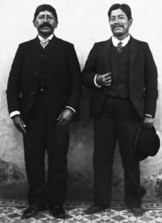 Cacique Nahuelkir (de C__shamen, Chubut) y su compa__ero Juan Napal Buenos Aires 1903